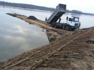 Remont ostrogi na rzece Wiśle - w trakcie prac